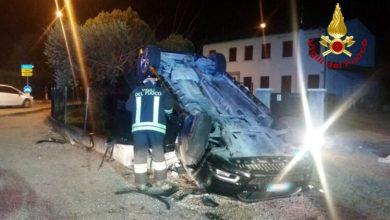Salzano, auto rovesciata: un morto e due feriti