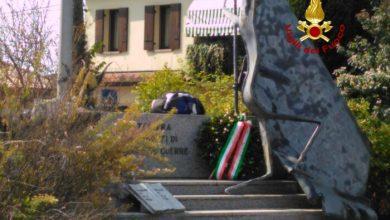 Allarme bomba a Tessera: zainetto vicino al Monumento ai Caduti