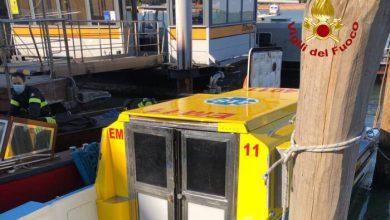 Scontro tra barchino e idroambulanza