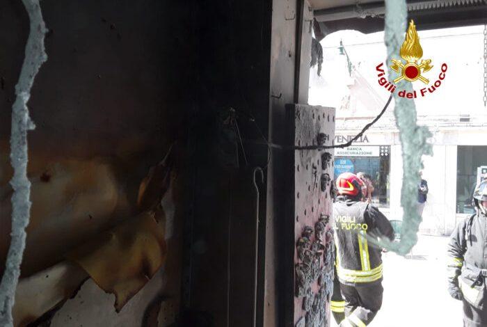 Incendio in un negozio di maschere a Venezia