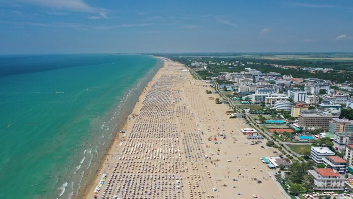 Bibione: in treno e bus fino alle spiagge, nasce Bibione Beach Link - TeleVenezia
