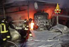 Incendio a Chirignago ha coinvolto 3 camion per espurgo pozzi neri, 2 trattori agricoli e un pick-up per la disinfestazione