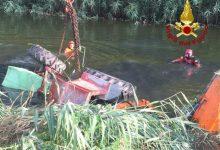 Caorle, trattore si rovescia nel canale: giovane muore schiacciato - Televenezia