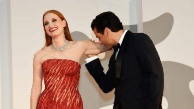 Jessica Chastain e Oscar Isaac infiammano il red carpet di Venezia 78