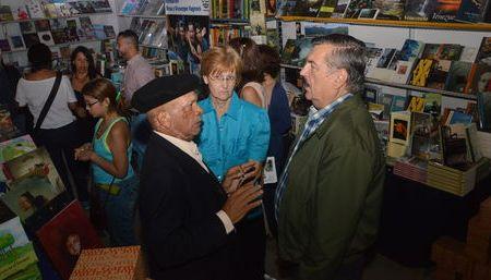 La literatura comenzó una cómoda fiesta en Naguanagua