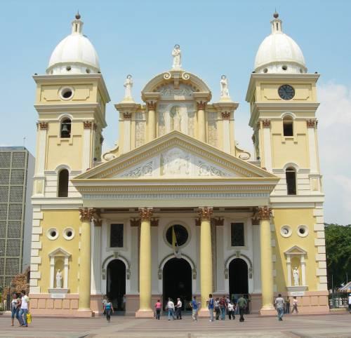 Fachada de la Basílica de la Virgen de Chiquinquirá y San Juan de Dios