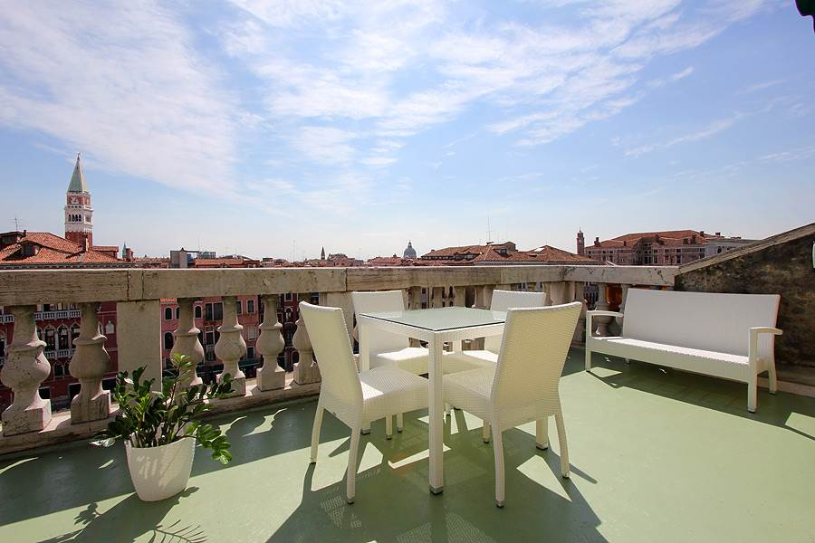 rialto sofa bed chesterfield manchester apartments in market frari, venices historic centre