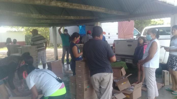 Entrega gobierno de Minatitlán paquetes de desayunos escolares para niños de más de cien comunidades
