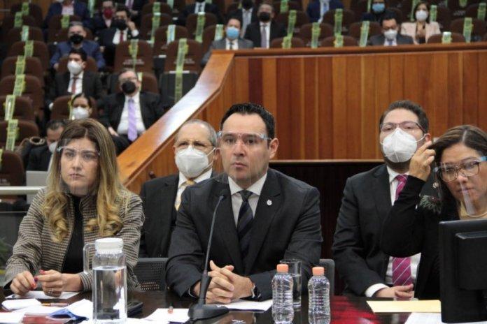 José Luis Lima Franco, secretario estatal de Finanzas comparece ante la Comisión de Hacienda del Congreso de Veracruz. (Fotos: Julio Argumedo)