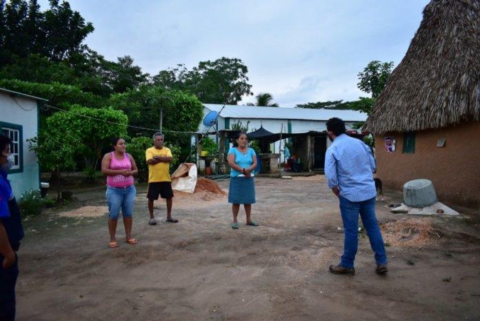 Recorre Cirilo Vázquez zona rural para brindar ayuda por amenaza de inundación