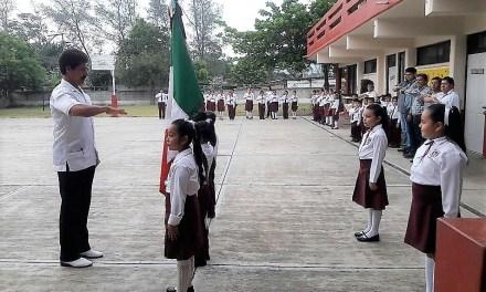 Interpretan Himno Nacional en nahuatl