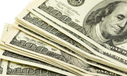Dólar desciende, se vende hasta en 19.49 pesos en bancos