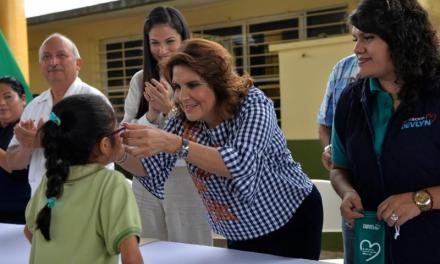 Lleva la Presidenta del DIF Estatal, Leticia Márquez de Yunes, el programa «A ver, a ver» al sur de Veracruz: Estado