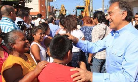 El Gobernador Miguel Ángel Yunes Linares y el Alcalde de Veracruz, Fernando Yunes Márquez, iniciaron la reconstrucción con concreto hidráulico del Eje Intercolonias: Veracruz