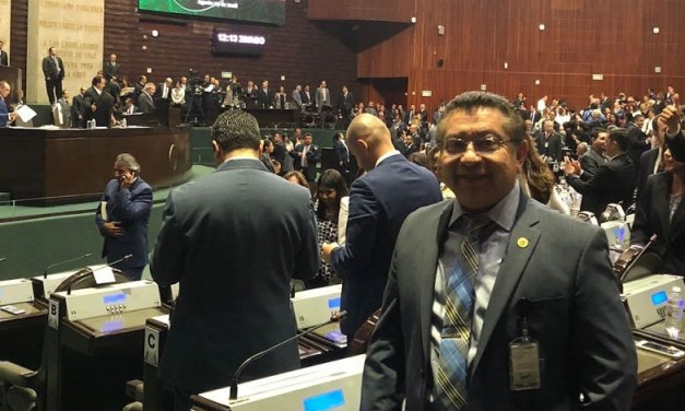 Jesús Guzmán toma protesta como diputado federal