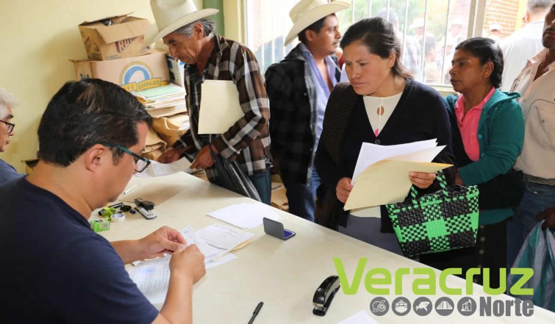 Reciben productores de la sierra de Zongolica pago del SAC (2)
