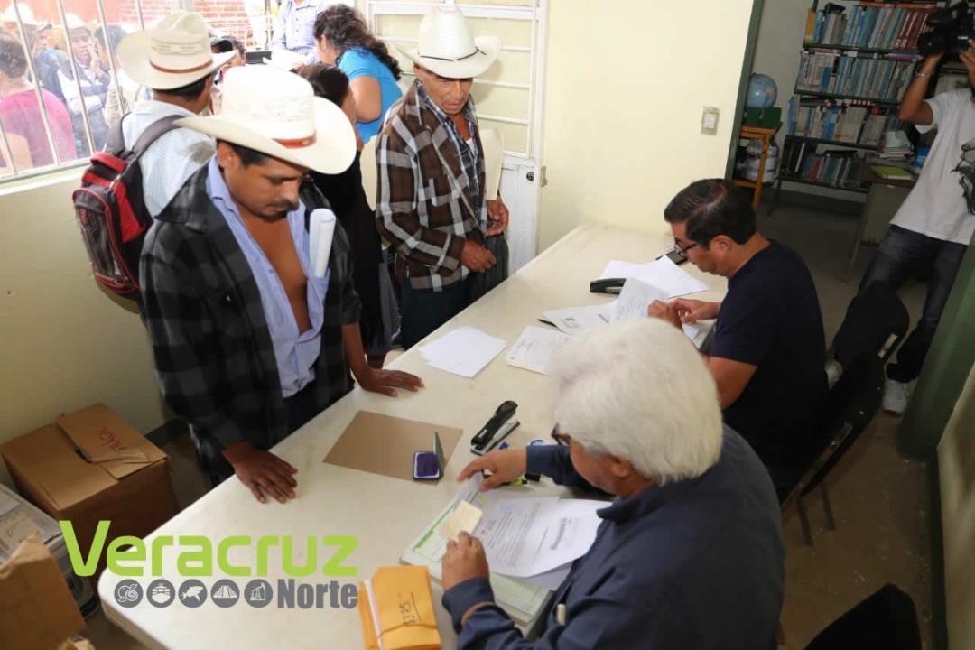 Reciben productores de la sierra de Zongolica pago del SAC (3)
