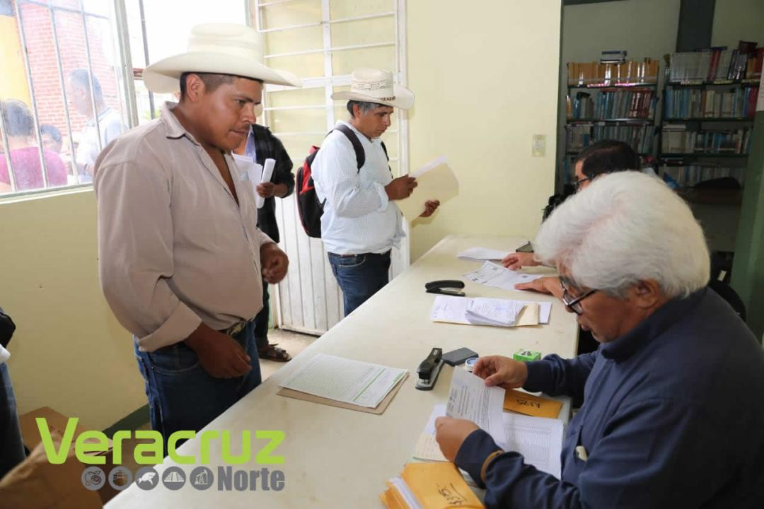 Reciben productores de la sierra de Zongolica pago del SAC (5)