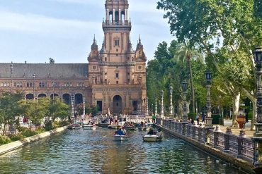 Plaza de Espana travel blogger seville