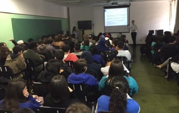 Felipe dá aulas de Constituição Brasileira em escolas públicas de São Paulo (Foto: Divulgação/Constituição nas Escolas)