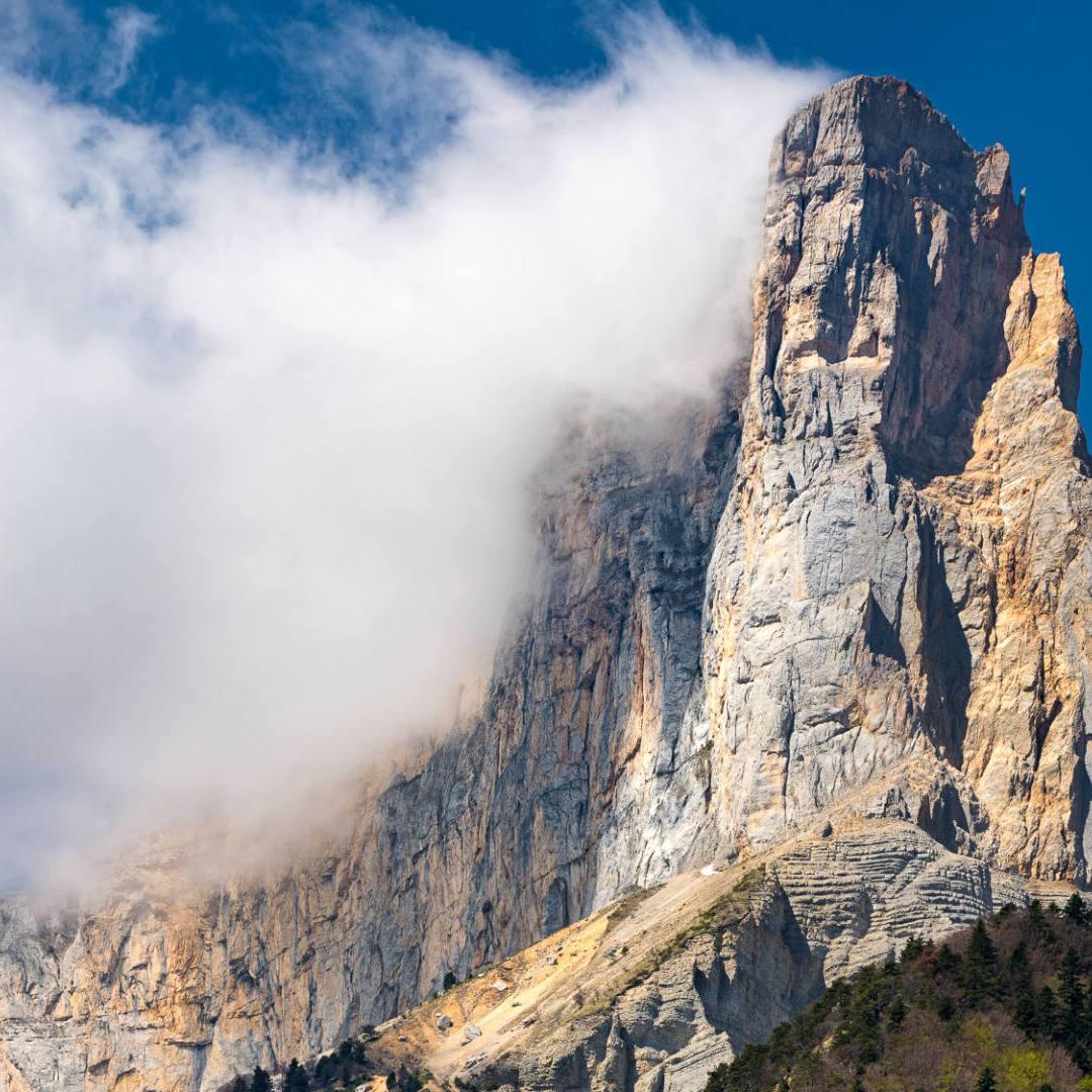 La paroi du Mont Aiguille au-dessus de Chichilianne