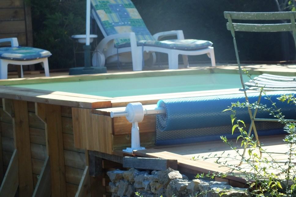 Mini piscine avec enrouleur pour bache a bulles vercors for Mini piscine bois