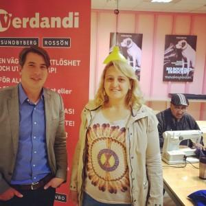 Kommunstyrelsens ordförande Jonas Nygren (s) besöker Verdandis systuga i Hallonbergens Centrum.
