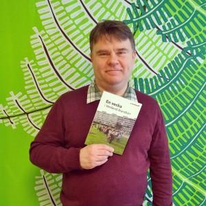 """- Jag hoppas att boken ska inspirera alla verdandister"""", säger Magnus Bååth, som har skrivit boken """"En vecka i Brandkärr""""."""