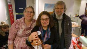 Många lokala verdandister kom för att tacka Gunvi för många års gemensam kamp för social rättvisa, bland annat Karin Johansson och Lasse från Verdandi Nyköping.