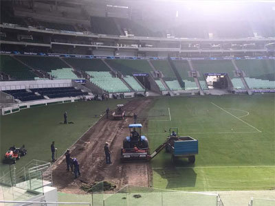 Máquinas retiram o gramado do Allianz Parque (25/3/17)