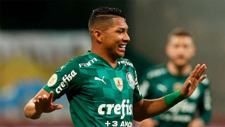 Rony comemora seu gol contra o Athletico-PR, no Allianz Parque