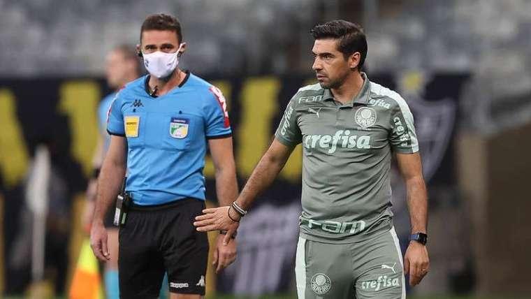 Abel Ferreira durante partida do Palmeiras contra o Atlético Mineiro.