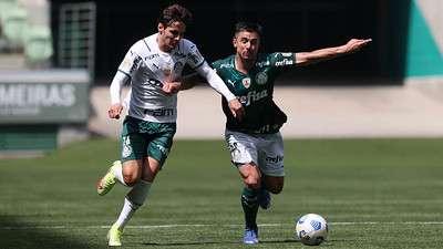 Raphael Veiga e William em jogo-treino do Palmeiras no Allianz Parque.