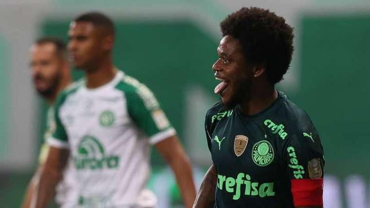 Luiz Adriano comemora seu gol pelo Palmeiras contra a Chapecoense, durante partida válida pela segunda rodada do Brasileirão 2021, no Allianz Parque.