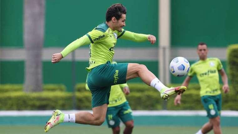 Raphael Veiga durante treinamento do Palmeiras, na Academia de Futebol.