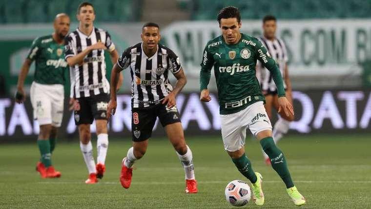 Raphael Veiga em jogo do Palmeiras contra o Atlético Mineiro, durante primeira partida válida pelas semifinais da Libertadores 2021, no Allianz Parque.