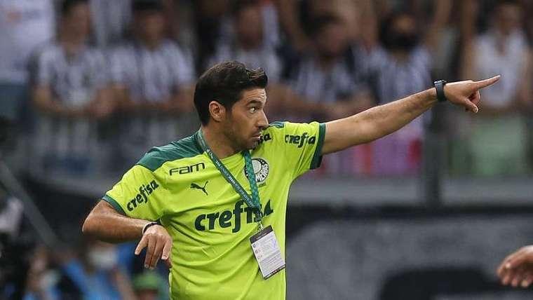 Abel Ferreira em jogo do Palmeiras contra o Atlético-MG, durante a segunda partida válida pelas semifinais da Libertadores 2021, no Mineirão.