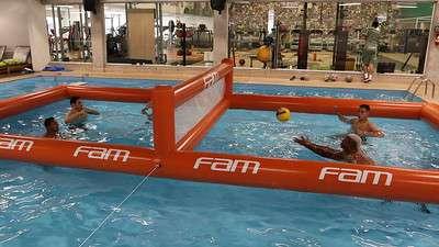 Os jogadores do Palmeiras realizam atividades regenerativas durante treino na Academia de Futebol.
