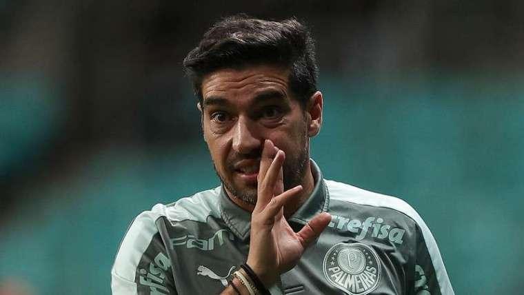 Abel Ferreira em jogo do Palmeiras contra o Bahia, durante partida válida pela vigésima sexta rodada do Brasileirão 2021, na arena Fonte Nova.