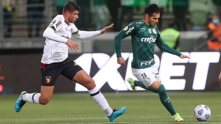 Raphael Veiga do Palmeiras durante partida contra o Sport, válida pela vigésima oitava rodada do Brasileirão 2021, no Allianz Parque.