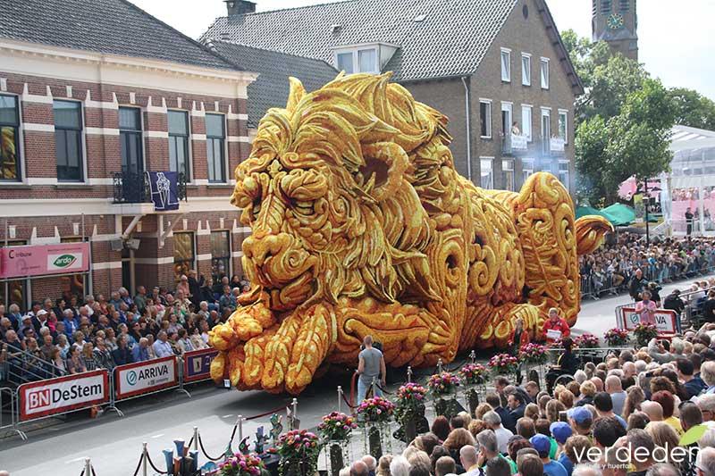 león y dalias