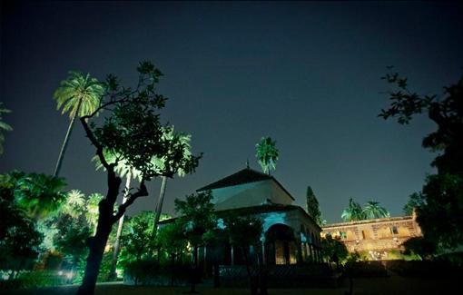 El Alcazar de Sevilla de noche