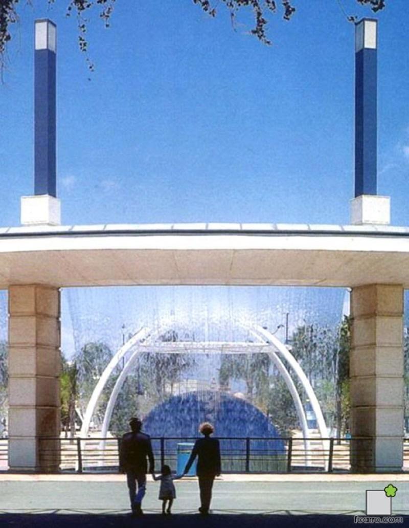 Puerta Triana escultura y fuente