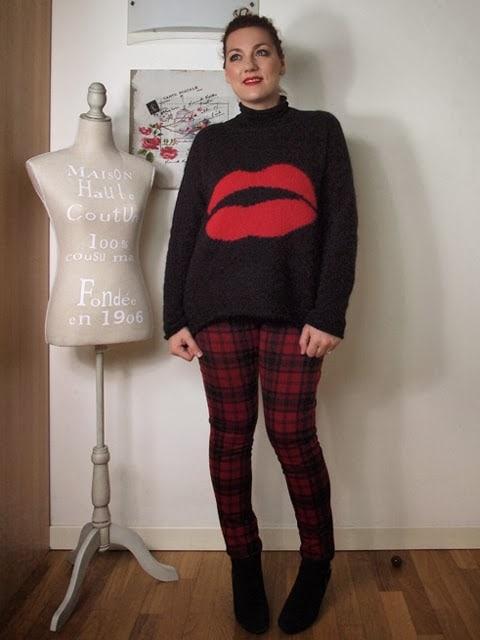 Outfit | nero, rosso e scozzese
