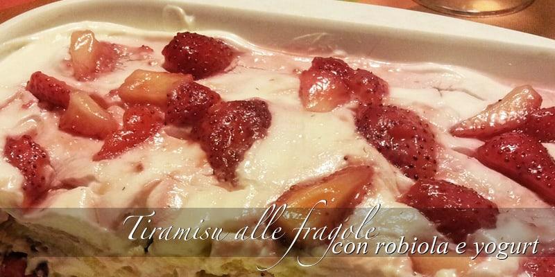 """Ricetta   """"Tiramisù"""" light alle fragole con yogurt greco e robiola"""