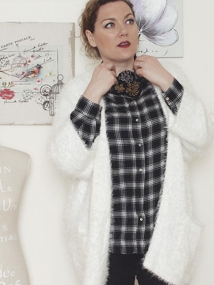 VerdementaBlog-outfit-curvy-bianco-e-nero-cardigan peloso-8