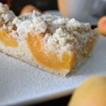 Aprikosenkuchen mit Mandelstreuseln, 43er Likör und Marzipan
