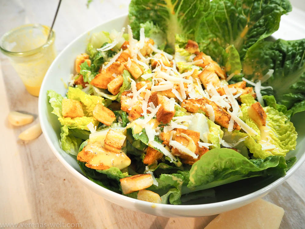 caesar s salad mit original dressing h hnchenbrust und knoblauch croutons. Black Bedroom Furniture Sets. Home Design Ideas