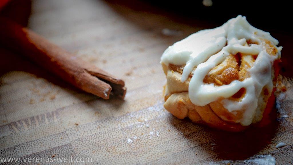 pumpkin cinnamon rolls 24