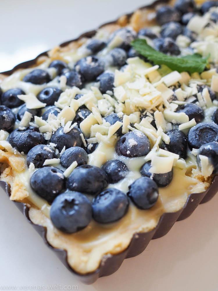 Blaubeer-Tarte mit weißer Schokolade